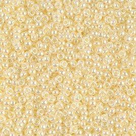 De rocaille seed bead van het Japanse merk Miyuki is te koop bij kralenwinkel Limited Edition in Den Haag in de maat 11-0527 Butter Cream Ceylon.