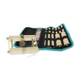 Met de endless loom kunnen weef armbanden gemaakt worden en is te koop bij kralenwinkel Limited Edition in Den Haag.