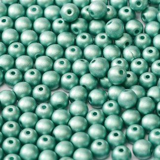 Deze ronde 3mm glaskralen worden vaak gebruikt in armband of ketting patronen en zijn te koop bij kralen winkel Limited Edition in Den Haag in de kleur 02010-29455.