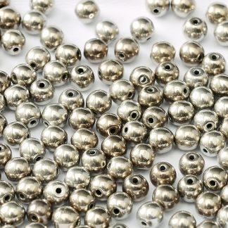Deze ronde 3mm glaskralen worden vaak gebruikt in armband of ketting patronen en zijn te koop bij kralen winkel Limited Edition in Den Haag in de kleur 23980-27500.