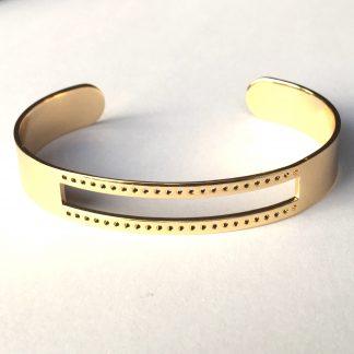 Deze armbandbasis cuff van DQ kwaliteit is ideaal om te gebruiken voor bijvoorbeeld weven en macrame knopen en is te koop bij kralenwinkel Limited Edition in Den Haag in goud.