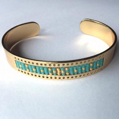 Deze cuff armband is versierd met Miyuki Delica kraaltjes in een weef patroon en is te koop bij kralenwinkel Limited Edition in Den Haag.