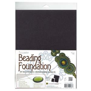 De grote versie van Beadsmiths beading foundation word vaak gebruikt voor embroidery of soutache projecten en is te koop bij kralenwinkel Limited Edition in Den Haag in de kleur zwart.
