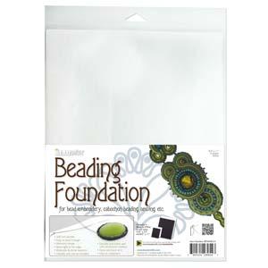 De grote versie van Beadsmiths beading foundation word vaak gebruikt voor embroidery of soutache projecten en is te koop bij kralenwinkel Limited Edition in Den Haag in de kleur wit.