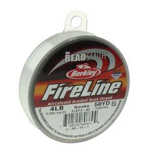 Fireline draad van Berkley is heel dun, sterk draad dat goed gebruikt kan worden om hele kleine kraaltjes in patronen te rijgen en is te koop bij kralenwinkel Limited Edition in Den Haag op rollen van 11 meter in de kleur Smoke in de maat 0.12mm.