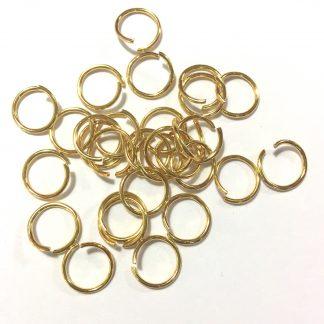 Deze 10mm open ringen van roestvrijstaal in de kleur goud zijn ideaal om sieraden mee af te werken en te koop bij kralenwinkel Limited Edition in Den Haag.
