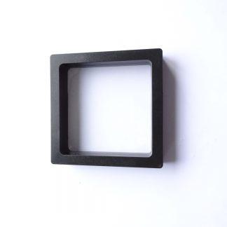 Deze siliconen display box zijn perfect om bijvoorbeeld je sieraden in ten toon te stellen of veilig mee te nemen en zijn te koop bij kralenwinkel Limited Edition in Den Haag in de maat klein zwart.
