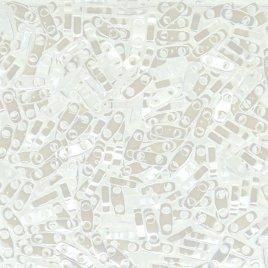 De Quarter Tila van het merk Miyuki is een vierde van de maat van de Tila bead en is te koop bij kralen winkel Limited Edition in Den Haag in de kleur 0420.