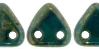 De CzechMates Triangle glaskraal word veel gebruikt in sieraad patronen en is te koop bij kralenwinkel Limited Edition in Den Haag in de kleur LG63150.