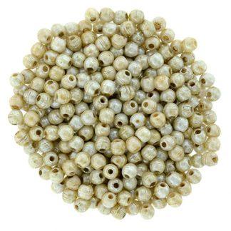 Deze ronde 2mm glaskralen worden vaak gebruikt in armband of ketting patronen en zijn te koop bij kralen winkel Limited Edition in Den Haag in de kleur K-65401AL.