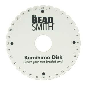 De kumihimo schijf van Beadsmith word ook wel een Chinese vlechtschijf genoemd is te koop bij kralenwinkel Limited Edition.