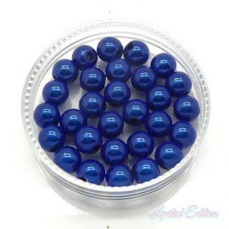 Deze 3D Miracle kralen lijken door hun glans extra diep te zijn en zijn te koop bij kralenwinkel Limited Edition in Den Haag in de maat 6mm in de kleur kobalt blauw.