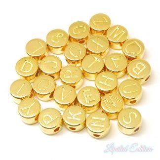 Deze metalen DQ letterkralen zijn te koop bij kralenwinkel Limited Edition in Den Haag in de kleur goud.