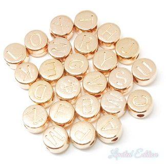 Deze metalen DQ letterkralen zijn te koop bij kralenwinkel Limited Edition in Den Haag in de kleur rose goud.