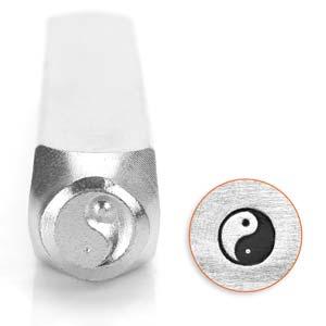 Met deze 6mm stempel van ImpressArt kun je heel makkelijk een figuur in leer of metaal slaan en is te koop bij kralenwinkel Limited Edition in de vorm van een yin yang teken