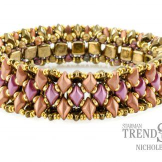 Het gratis rijgpatroon 'Beauvais Bracelet' is te vinden bij kralenwinkel Limited Edition in Den Haag.