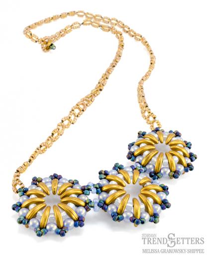 Het gratis rijgpatroon 'Golden Horizons necklace' is te vinden bij kralenwinkel Limited Edition in Den Haag.