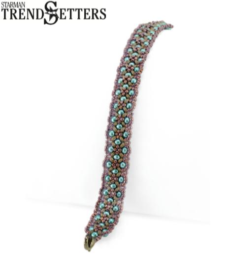 Het gratis rijgpatroon 'Patchwork Bracelet' is te vinden bij kralenwinkel Limited Edition in Den Haag.