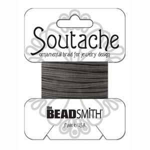 Dit 3mm Soutache koord van Beadsmith word op kaartjes verkocht bij kralenwinkel Limited Edition in Den Haag in de kleur Black.