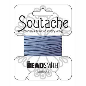 Dit 3mm Soutache koord van Beadsmith word op kaartjes verkocht bij kralenwinkel Limited Edition in Den Haag in de kleur Blue.