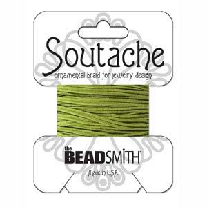 Dit 3mm Soutache koord van Beadsmith word op kaartjes verkocht bij kralenwinkel Limited Edition in Den Haag in de kleur Celery.