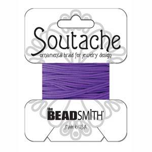 Dit 3mm Soutache koord van Beadsmith word op kaartjes verkocht bij kralenwinkel Limited Edition in Den Haag in de kleur Dark Lilac.