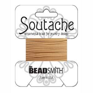 Dit 3mm Soutache koord van Beadsmith word op kaartjes verkocht bij kralenwinkel Limited Edition in Den Haag in de kleur Deep Beige.