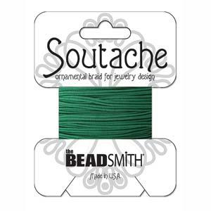 Dit 3mm Soutache koord van Beadsmith word op kaartjes verkocht bij kralenwinkel Limited Edition in Den Haag in de kleur Forest Green.
