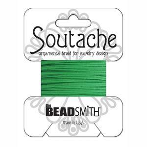 Dit 3mm Soutache koord van Beadsmith word op kaartjes verkocht bij kralenwinkel Limited Edition in Den Haag in de kleur Grass Green.
