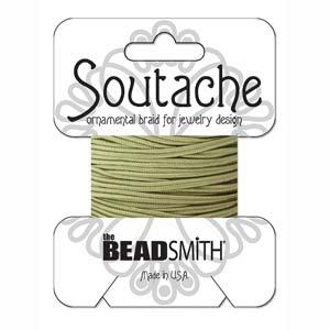 Dit 3mm Soutache koord van Beadsmith word op kaartjes verkocht bij kralenwinkel Limited Edition in Den Haag in de kleur Ivy.