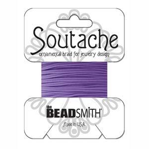 Dit 3mm Soutache koord van Beadsmith word op kaartjes verkocht bij kralenwinkel Limited Edition in Den Haag in de kleur Lavendar.