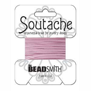 Dit 3mm Soutache koord van Beadsmith word op kaartjes verkocht bij kralenwinkel Limited Edition in Den Haag in de kleur Mauve.