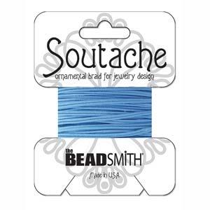 Dit 3mm Soutache koord van Beadsmith word op kaartjes verkocht bij kralenwinkel Limited Edition in Den Haag in de kleur Medium Blue.