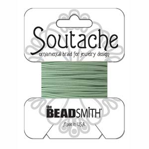 Dit 3mm Soutache koord van Beadsmith word op kaartjes verkocht bij kralenwinkel Limited Edition in Den Haag in de kleur Mint.