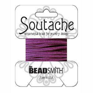 Dit 3mm Soutache koord van Beadsmith word op kaartjes verkocht bij kralenwinkel Limited Edition in Den Haag in de kleur Ruby Glint.