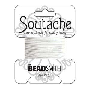 Dit 3mm Soutache koord van Beadsmith word op kaartjes verkocht bij kralenwinkel Limited Edition in Den Haag in de kleur Snow White.