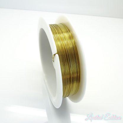 Koperdraad kan goed voor wire winding gebruikt worden en is te koop bij kralenwinkel Limited Edition in Den Haag in de maat 0.4mm in de kleur goud.