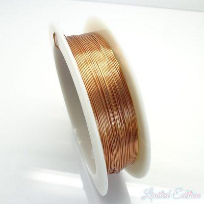 Koperdraad kan goed voor wire winding gebruikt worden en is te koop bij kralenwinkel Limited Edition in Den Haag in de maat 0.4mm in de kleur koper.