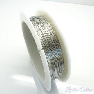 Koperdraad kan goed voor wire winding gebruikt worden en is te koop bij kralenwinkel Limited Edition in Den Haag in de maat 0.4mm in de kleur zilver.