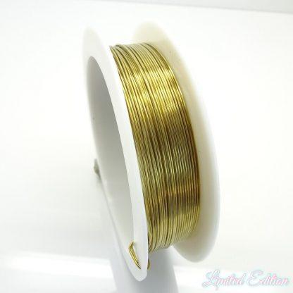 Koperdraad kan goed voor wire winding gebruikt worden en is te koop bij kralenwinkel Limited Edition in Den Haag in de maat 0.5mm in de kleur goud.