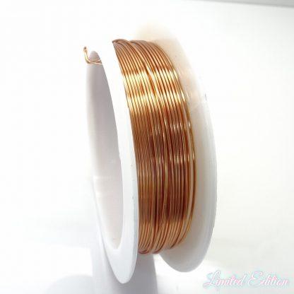 Koperdraad kan goed voor wire winding gebruikt worden en is te koop bij kralenwinkel Limited Edition in Den Haag in de maat 0.6mm in de kleur koper.