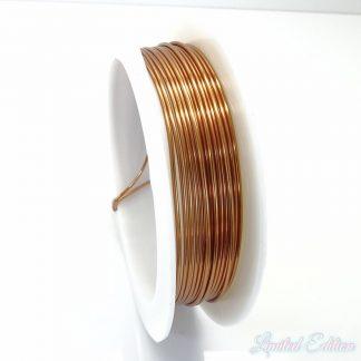 Koperdraad kan goed voor wire winding gebruikt worden en is te koop bij kralenwinkel Limited Edition in Den Haag in de maat 0.8mm in de kleur koper.
