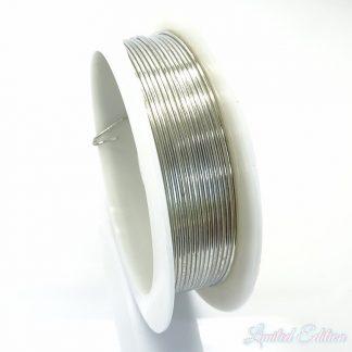 Koperdraad kan goed voor wire winding gebruikt worden en is te koop bij kralenwinkel Limited Edition in Den Haag in de maat 0.8mm in de kleur zilver.