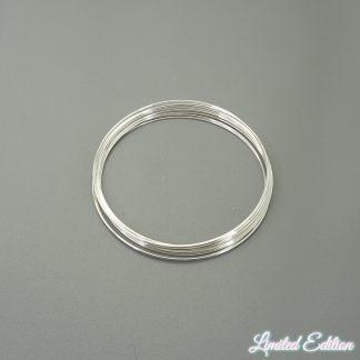 Memory wire is te koop bij kralenwinkel Limited Edition in de kleur glimmend zilver.