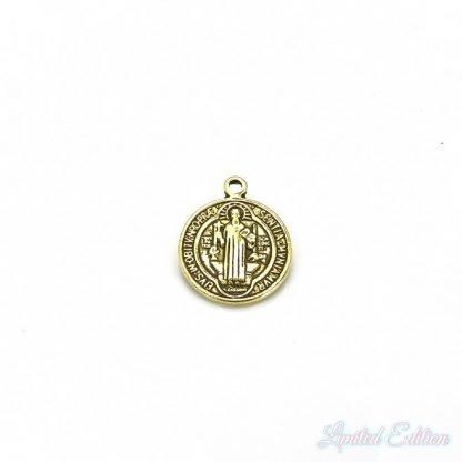 Dit muntje is te koop bij kralenwinkel Limited Edition in Den Haag in de kleur antiek goud.