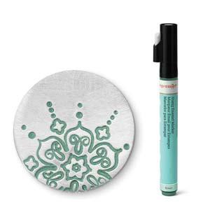 Met deze groene stift van ImpressArt kun je je werk makkelijk inkleuren en is te koop bij kralenwinkel Limited Edition in Den Haag.