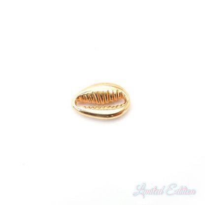 Deze bedel van Designer Quality in de vorm van een kauri schelp zijn te koop bij kralenwinkel Limited Edition in Den Haag in de kleur rose goud.