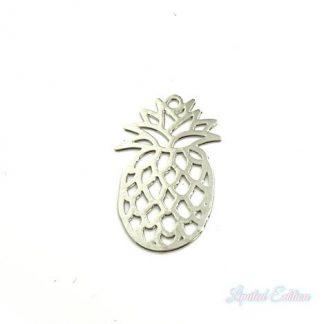 Deze zilveren filigraan bedel in de vorm van een ananas is te koop bij kralenwinkel Limited Edition in Den Haag.
