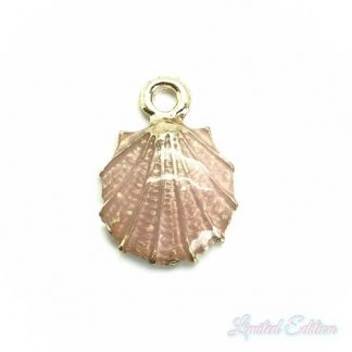 Deze zomerse gekleurde schelp bedel is te koop bij kralenwinkel Limited Edition in Den Haag in de kleur roze.