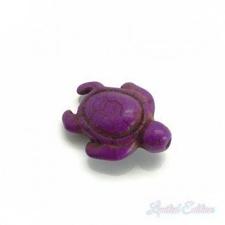 Deze synthetische howlite schildpad kraal is te koop bij kralenwinkel Limited Edition in Den Haag in de kleur paars.